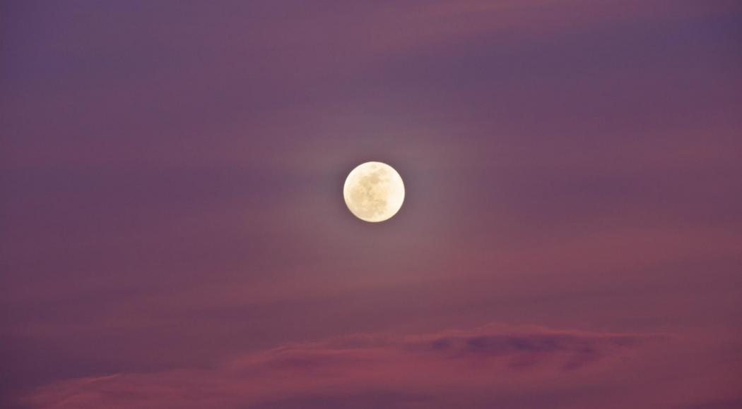 Comment observer la Super Lune rose qui va illuminer le ciel ?