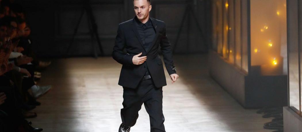 bafab6926612 Le Belge Kris Van Assche quitte la direction artistique de la maison  Christian Dior Homme