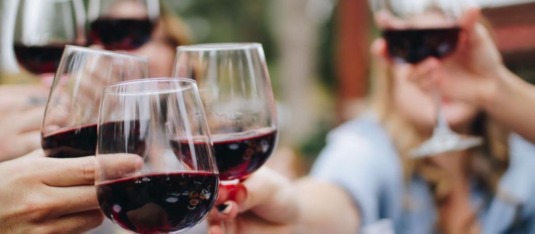 Boire une bouteille de vin par semaine reviendrait à fumer 10 cigarettes