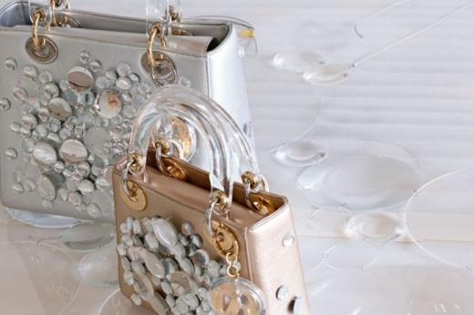 Le sac Lady Dior réinventé par 11 artistes féminines 91dcaf48eae6