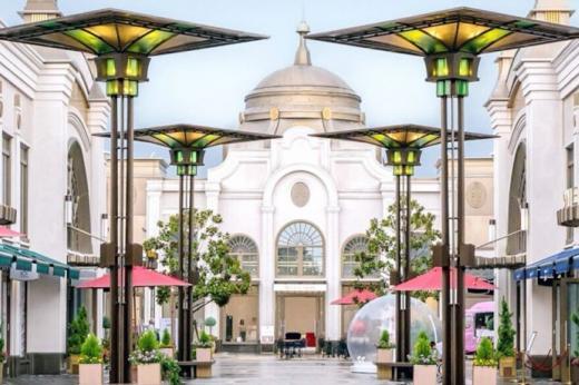 04f1883c9d70a7 Les villages outlet   le Disneyland de la mode