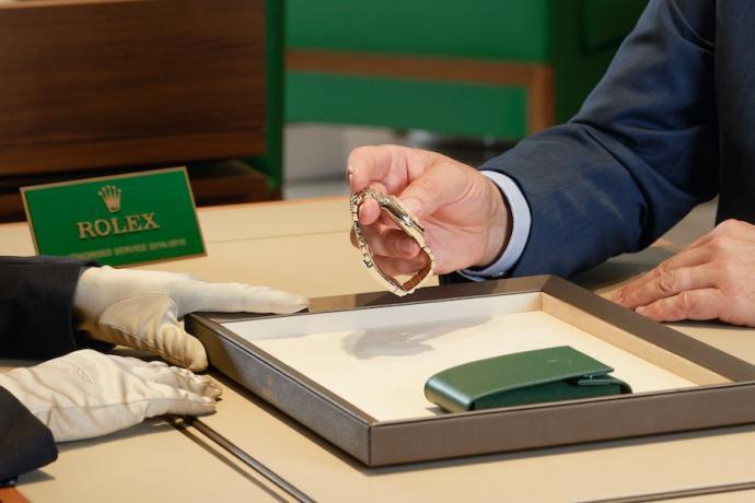 Chaque montre quittant un atelier de service après-vente Rolex bénéficie d'une garantie internationale de deux ans sur les pièces et la main-d'œuvre