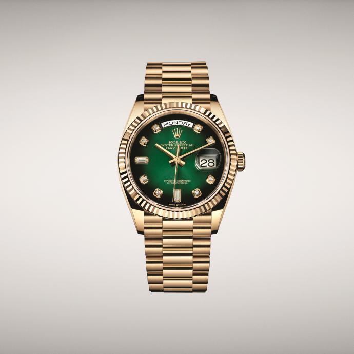 36 mm en or jaune, dotée d'un cadran vert ombré et du calibre Manufacture 3255. Prix : 32.000 €.