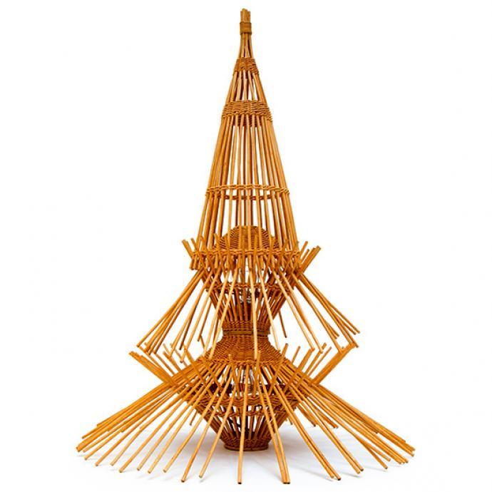 """Lampe AR65 en rotin alliant rusticit&eacute; vernaculaire de nos lanternes et pr&eacute;ciosit&eacute; exotique des lampions chinois. Cr&eacute;ation Abraham &amp; Rol, 1965, &eacute;dit&eacute;e pour la premi&egrave;re fois par Disderot, 1 464 &euro; (<a href=""""http://disderot.com"""" target=""""_blank"""">disderot.com</a>). &copy; Disderot&nbsp;"""