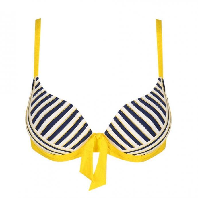 "<em>Le haut de bikini en forme de c&oelig;ur rembourr&eacute;, Marie Jo, 84,90 &euro; , &agrave; shopper <a href=""https://www.mariejo.com/fr-be/p/marie-jo-swim-manuela-bikini-forme-coeur-rembourr%C3%A9-sun-1003616SSU "" target=""_blank"">ici.</a></em>"