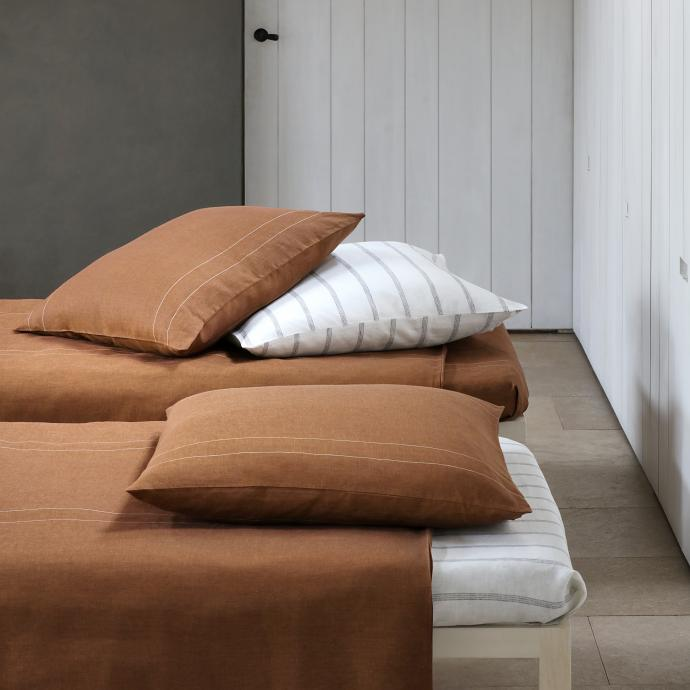 Linge de lit en lin, <em>collection Alix</em>, The Alfred Collection.&nbsp;