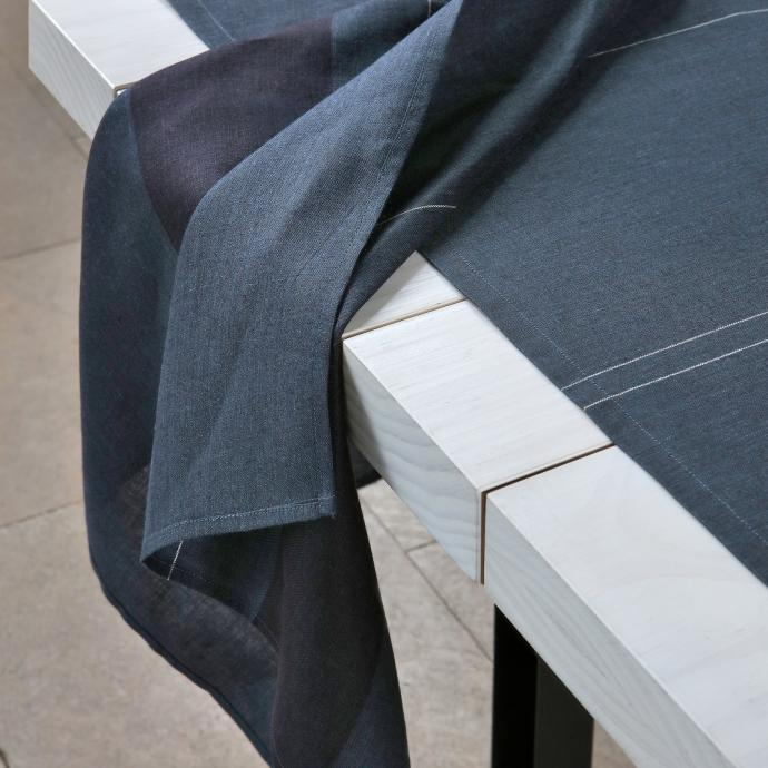 Nappe et serviettes en lin, collection <em>Ellen</em>, The Alfred Collection.&nbsp;