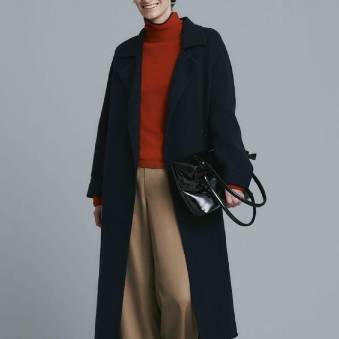 Manteau en tweed double boutonnage, 149,90&euro;<br />Pull en m&eacute;rinos extra fin 3D &agrave; col roul&eacute; manches longues, 39,90&euro;<br />Pantalon large en laine m&eacute;lang&eacute;e, 59,90&euro;<br />&nbsp;