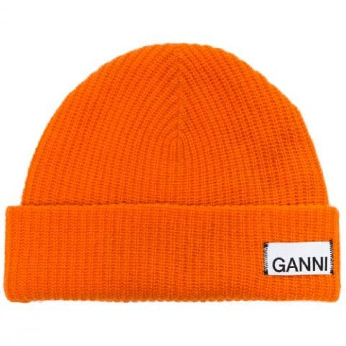 "<a href=""https://www.farfetch.com/fr/shopping/women/ganni-bonnet-en-maille-item-14202601.aspx?storeid=9359"" target=""_blank"">Disponible ici.&nbsp;</a>"