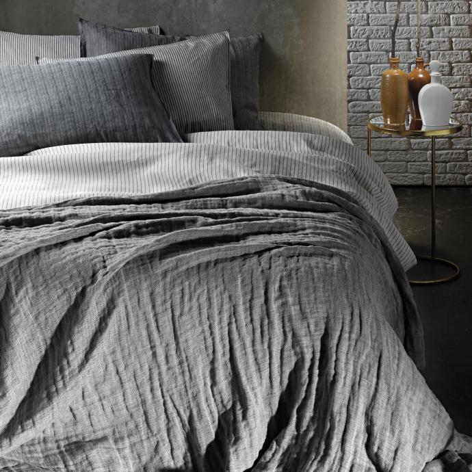 Linge de lit en coton et lin teints en fil. Saga Homewear.&nbsp;<br />&nbsp;
