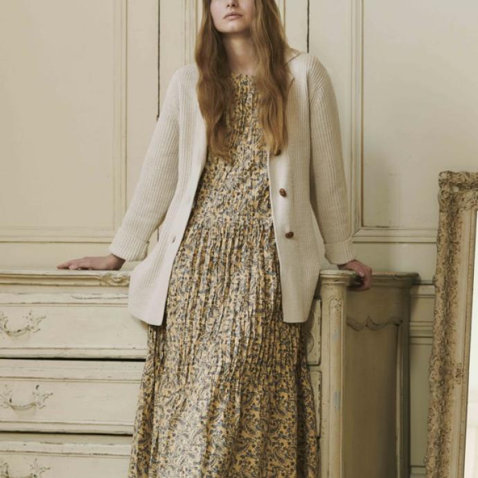 Robe pliss&eacute;e froiss&eacute;e manches courtes, 49,90&euro;<br />Long cardigan &agrave; ceinture, 49,90&euro;<br />&nbsp;