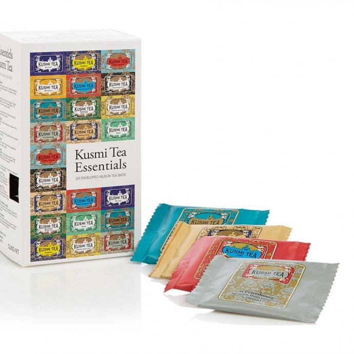 "Assortiment de th&eacute;, Kusmi Tea, 22, 95 &euro;. <a href=""https://www.debijenkorf.be/kusmi-tea-essentials-12-soorten-theezakjes-24-stuks-24-x-53-gram-7312090454-731209045400000?query=fh_location%3D%252F%252Fcatalog01%252Fnl_BE%252Fcadeau_attribuut%253E%257Bcadeaus%257D%252Fprijs_na_korting_nl%253C25.0%26country%3DBE%26chl%3D1%26vt%3Dabt_36"" target=""_blank"">Disponible ici.</a>&nbsp;"