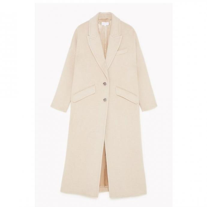 "Veste en laine oversized, Patrizia Pepe, 498 &euro;, disponible <a href=""https://www.patriziapepe.com/be/en/apparel/outerwear/coats/oversized-coat-2S1297_A7O8_B699.html"" target=""_blank"">ici.</a>"