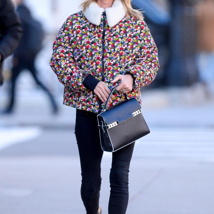 2. Nicky Hilton avec le Tempete de Delvaux à New York en janvier dernier. Même si tout le mérite revient probablement à sa styliste, Nicky semble l'avoir choisi pour de vrai.