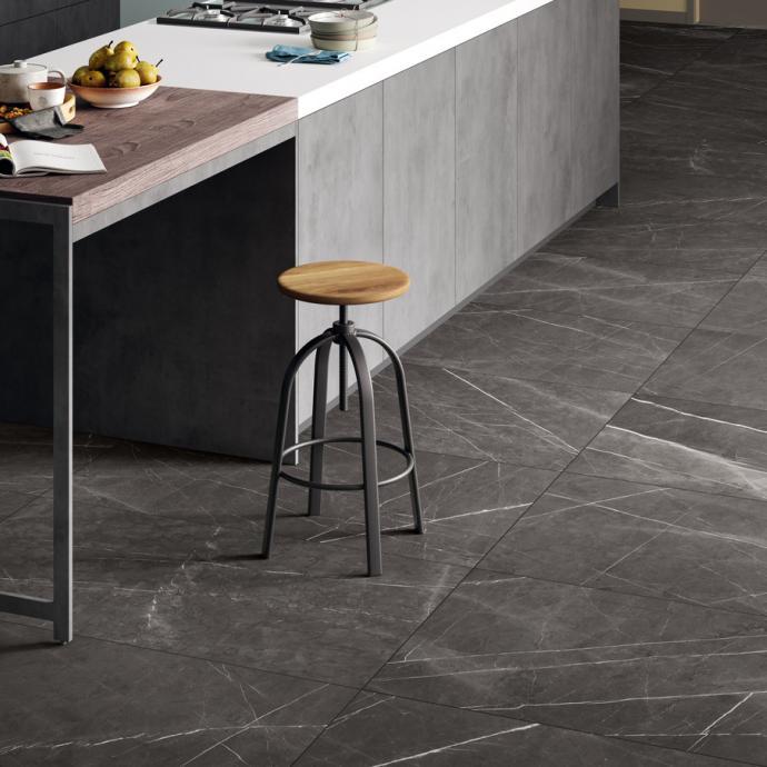 <em>Gr&egrave;s c&eacute;rame imitant le marbre, 3 dimensions, 6 couleurs et veinages existants. Collection Elite, Blustyle by Cotto d&rsquo;Este.&nbsp;</em>