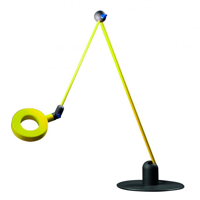 T&ecirc;te et bras orientable et inclinable pour cette lampe en m&eacute;tal et aluminium, vert ou gris. L 112 cm. Mod&egrave;le l&rsquo;Amica, 331 &euro;, cr&eacute;ation Emiliana Martinelli chez Martinelli Luce.&nbsp;<br />&copy; Martinelli Luce