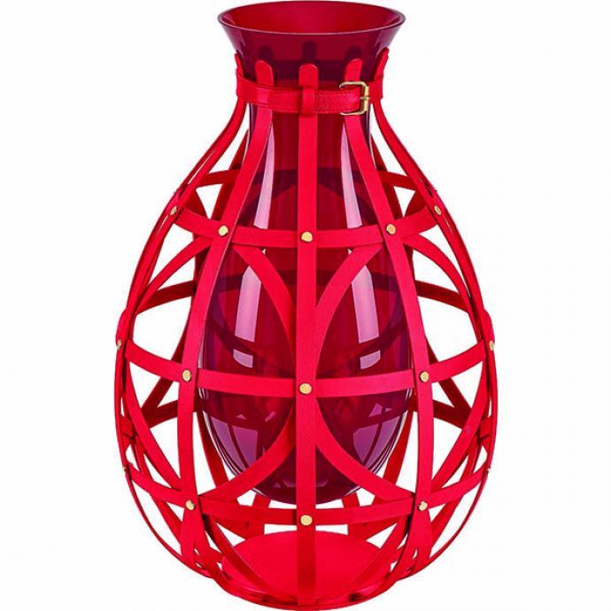 """<strong>Rutilant</strong><br />Vase en verre de Murano souffl&eacute; bouche et enlac&eacute; de lani&egrave;res de cuir. H 51 x &Oslash; 35 cm. Mod&egrave;le Diamond Vase, cr&eacute;ation Marcel Wanders, collection Objets Nomades Louis Vuitton, 5 400 &euro; (<a href=""""http://louisvuitton.com"""" target=""""_blank"""">louisvuitton.com</a>)"""
