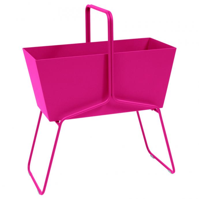 Une jardinière peps : Jardinière Rose Praline, Fermob, 399€.
