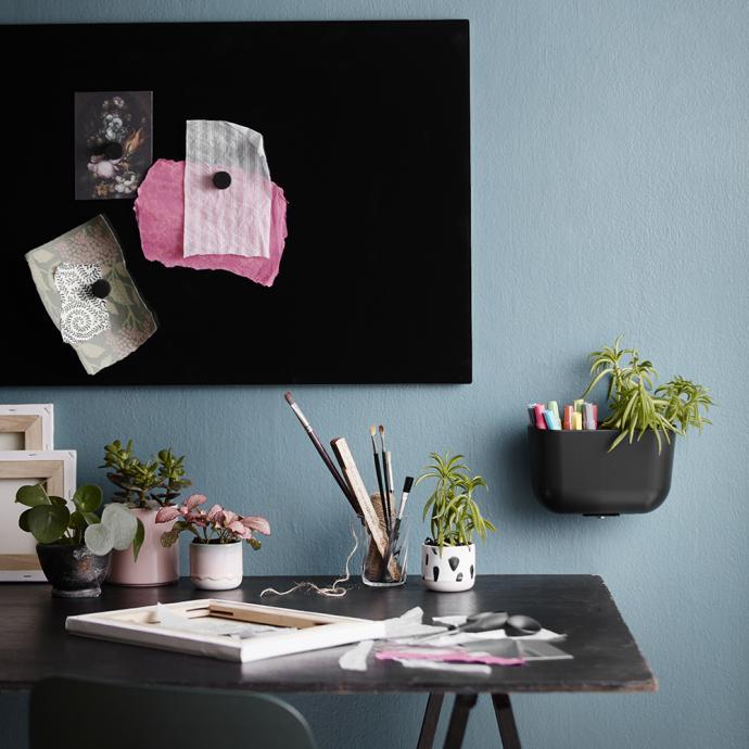 Pour &eacute;crire, dessiner et accrocher vos id&eacute;es, tableau magn&eacute;tique en verre lisse disponible en 35 couleurs et 14 tailles (L 50 x H 40 cm), &agrave; partir de 122 &euro;. Mod&egrave;le Chat Board &reg; Classic.<br />&copy; Chat Board