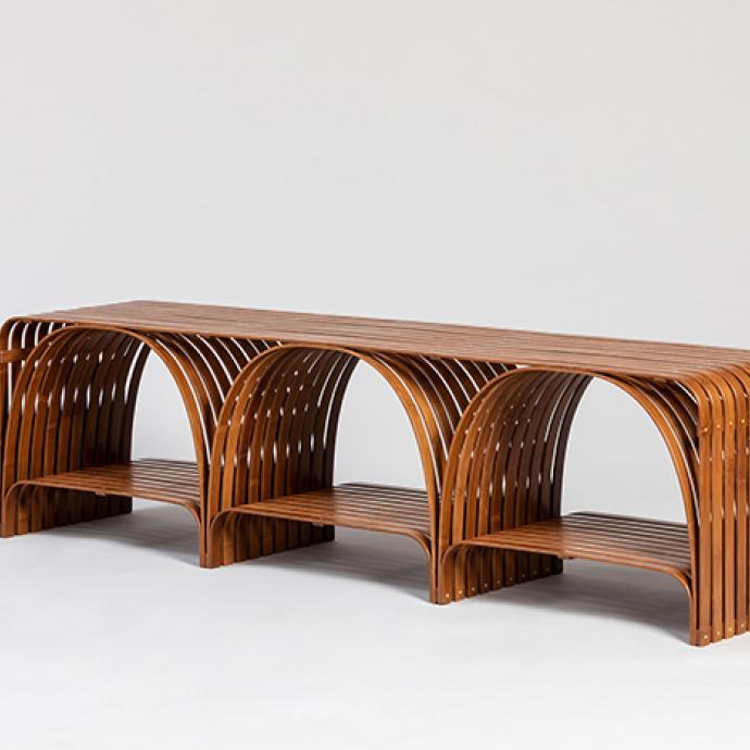<strong>The Bridge Bamboo Bench</strong>, banc en bambou cintr&eacute; (165 x 44 x 43 cm), cr&eacute;ation sebastian Herkner et Ming An Wu chez Spazio Nobile, 8 000 &euro; (spazionobile.com). &copy; Spazio Nobile