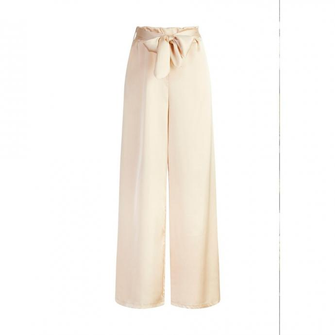 "Un pantalon en satin, Terra di Siena, 27,50 &euro;. <a href=""https://www.terradisiena.be/galerie/"" target=""_blank"">Disponible ici.&nbsp;</a>"