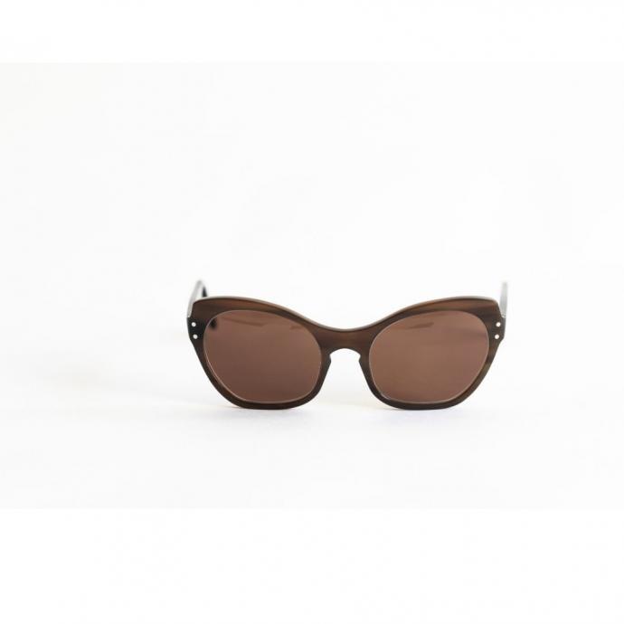 "Lunettes Elle Fitzgerald, Lunetier Ludovic, 1200 &euro;, <a href=""http://www.lunetierludovic.be/shop-lunetier-ludovic/ella-fitzgerald/sunglasses/lunettes-de-soleil/zonnebril/lunetier/opticien/brussels/bruxelles/buffalohorn/corne-de-buff"" target=""_blank"">disponible ici.</a>&nbsp;"