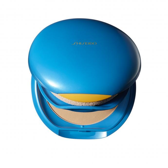 Un compact qui unifie et matifie. Shiseido SPF 30, 31 €.
