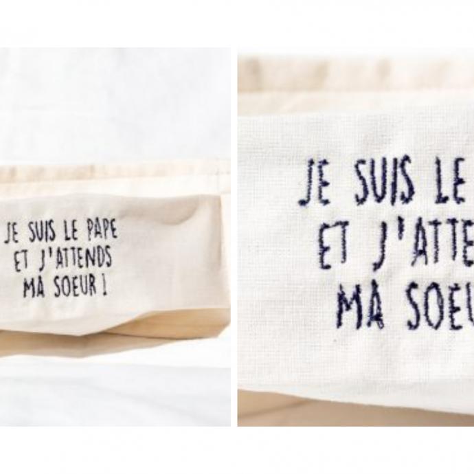 """<a href=""""https://www.tubluffesmartoni.fr/produit/masque-tissu-je-suis-le-pape-et-jattends-ma-soeur/"""" target=""""_blank""""><em>Pour en savoir plus.</em></a>"""