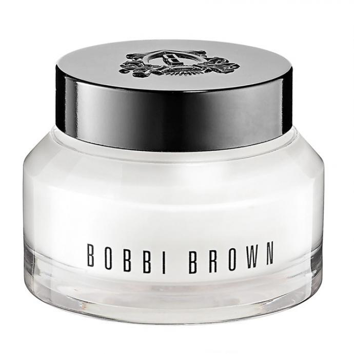 """<a href=""""https://www.planetparfum.com/fr/product/hydrating-face-cream/20032547.html?utm_source=rossel&amp;utm_medium=referral&amp;utm_campaign=20200106_rossel_generic&amp;utm_content=fr_1"""" target=""""_blank""""><strong>BOBBI BROWN, Hydrating Water Fresh Cream 50ml</strong></a><br />Un soin enrichi en acide hyaluronique qui offre une hydratation intense de 100 heures &agrave; la peau. Gr&acirc;ce &agrave; ce soin sans silicone, la peau est repulp&eacute;e, douce et pr&ecirc;te pour &ecirc;tre maquill&eacute;e."""