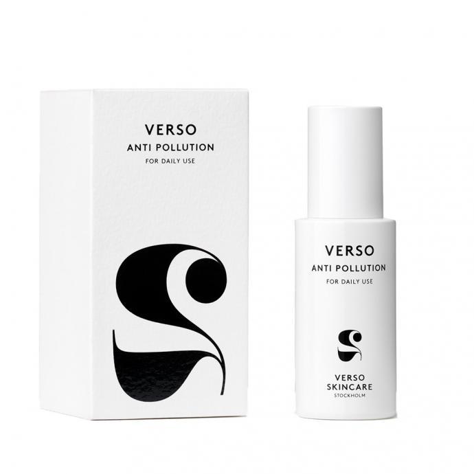 Ce vaporisateur renforce les défenses naturelles de la peau contre le stress oxydant et améliore sa capacité à se détoxifier. Secouez le flacon et vaporisez un léger nuage sur votre visage. La brume crée un bouclier qui protège la peau contre les radicaux libres et la pollution environnementale.