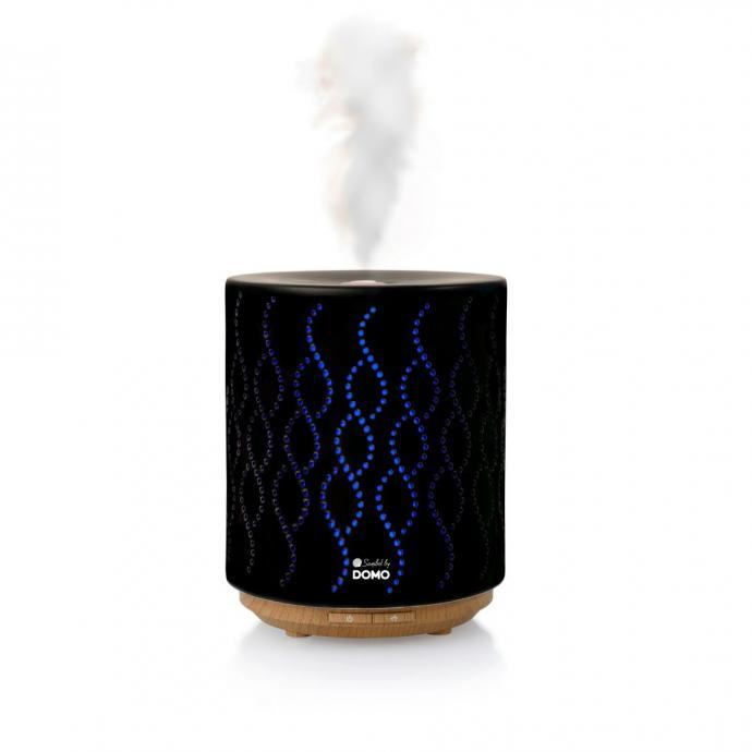 "Un diffuseur d&rsquo;huile essentielle, DOMO, 49,95 &euro;.&nbsp;<a href=""https://www.domo-elektro.be/fr/bien-%C3%AAtre/wellness/diffuseur-d%E2%80%99huiles"" target=""_blank"">Disponible ici.</a>"