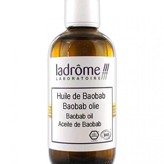On connaissait déjà les bienfaits de l'huile de baobab pour le corps. On l'utilise aussi pure en masque capillaire, qu'on laisse poser au minimum trente minutes.