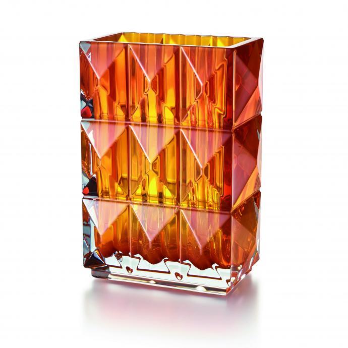 """Historique<br />Inspir&eacute; de l&rsquo;Egypte ancienne, vase en cristal translucide ou color&eacute;. H 20 x L 15 x P 9,6 cm. Mod&egrave;le Louxor, cr&eacute;ation Thomas Bastide pour Baccarat, 950 &euro; (<a href=""""http://www.baccarat.fr"""" target=""""_blank"""">www.baccarat.fr</a>). &copy; Baccarat"""