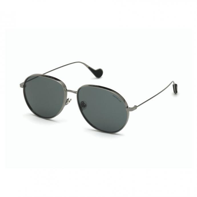 "Lunettes pilotes, Moncler, 320 &euro;, <a href=""https://store.moncler.com/fr-fr/homme/spring-summer/lunettes"" target=""_blank"">disponible ici</a>.&nbsp;"