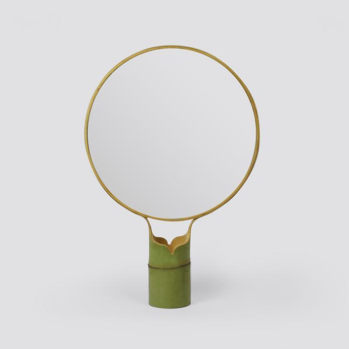 <strong>Circle</strong>, miroir avec base et dos en bambou (35 x 21 x 8 cm et 40 x 31 x 8 cm), cr&eacute;ation Cheng-Tsung Feng chez Spazio Nobile, 200 &euro; et&nbsp; 300 &euro; (spazionobile.com). &copy; Spazio Nobile