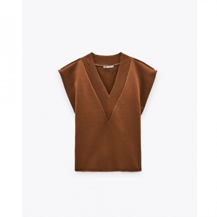 <em>Gilet sans manches en molleton, Zara, 19,95 &euro;.</em>