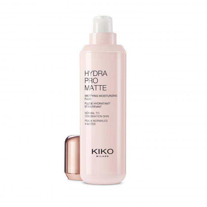 Ce fluide hydratant et matifiant reduit l'exces de sebum et ameliore la tenue du maquillage. Des actifs specifiques protegent du stress oxydatif et lissent le grain de peau<em>. </em>