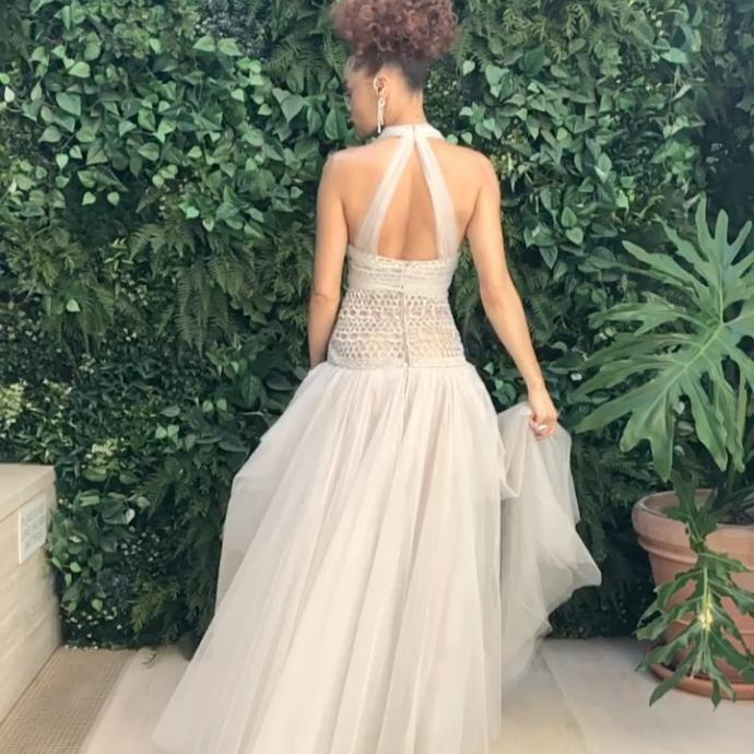 Andra Day portait une robe en soie Haute Couture Chanel de la collection Printemps-Et&eacute; 2021.<em>@Credit photo : @andradaymusic on Instagram.&nbsp;</em>