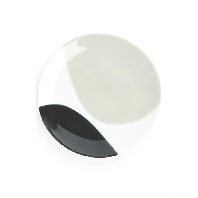 Assiette en porcelaine, 26cm, Arket, 8€.