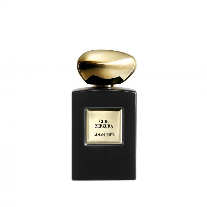 Pour une virilit&eacute; &agrave; fleur de peau<br />Un parfum de contraste saisissant entre des notes de t&ecirc;te fra&icirc;ches de mandarine et violette et un fond chaud et sensuel d&#39;accord de cuir et d&rsquo;huile de c&egrave;dre.<br />GIORGIO ARMANI, Cuir Zerzura, Armani Priv&eacute;, eau de parfum intense, 232,50&euro;