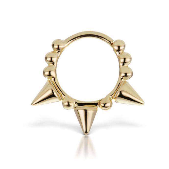 "BO en or jaune pour lobe ou cartilage Maria Tash, 310 &euro; sur <a href=""http://axl-jewelry.com"" target=""_blank"">axl-jewelry.com</a>"