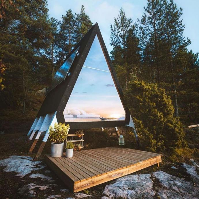 Face à la mer dans une tiny house transparente en Norvège.