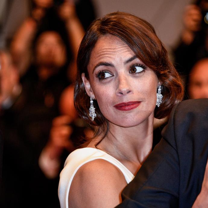 L'actrice franco-argentine Bérénice Béjo en bijoux Chaumet à la montée des marches du film « Le redoutable ».