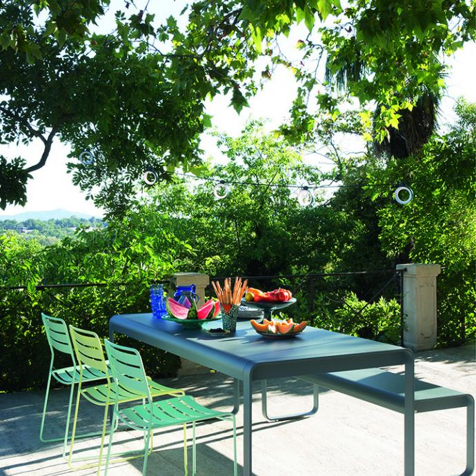 Ensemble de jardin en acier et aluminium Bellevie, Fermob, à partir de 265€.