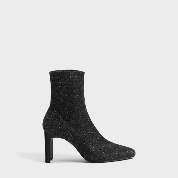 "Disponible <a href=""https://www.bershka.com/be/femme/collection/party-collection/bottines-%C3%A0-talon-chaussures-chaussettes-scintillantes-c1010401003p102223141.html?colorId=040"" target=""_blank"">ici</a>"