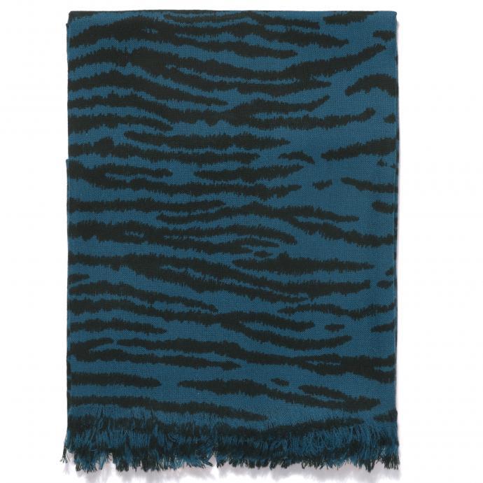 Etole en cachemire, imprime tigre, Eric Bompard, 260 €.