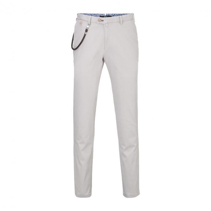 Pantalon beige, Brax, 99,95€.