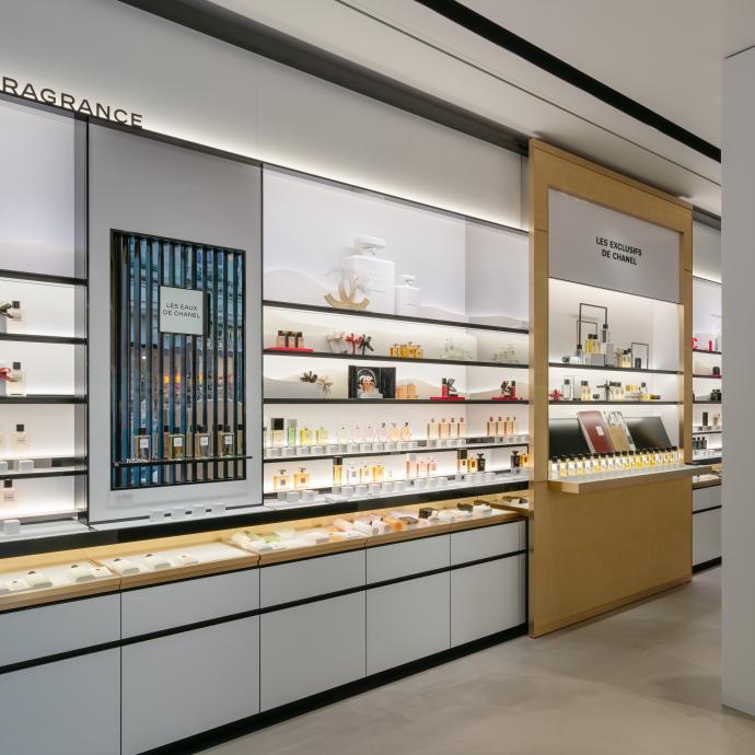"""Retrouvez la gamme de parfums connues de la maison et  """"les exclusifs de Chanel""""."""