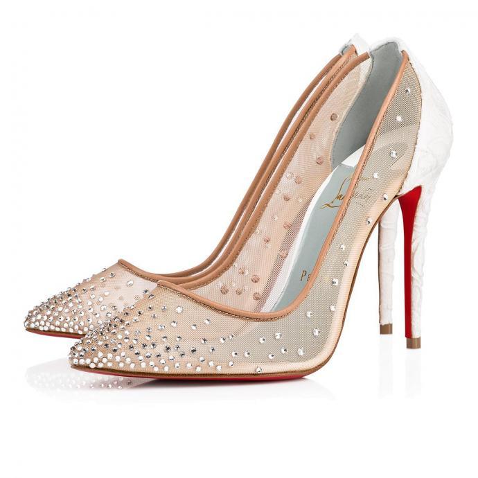 "Disponible <a href=""https://fr.sandro-paris.com/fr/femme-black-friday-les-chaussures/escarpins-a-decollete-v/SFACH00219.html?dwvar_SFACH00219_color=201#start=1"" target=""_blank"">ici</a>"