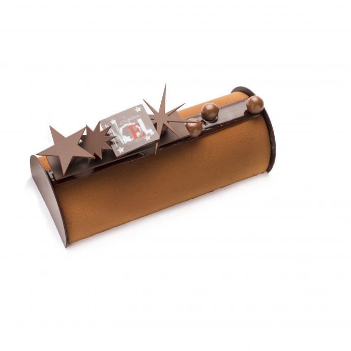 """Biscuit chocolat, mousse au chocolat Saint-Domingo, crème brûlée vanille et feuillantine pralinée. 35,40 € (6 p.), disponible entre autres chez Rob. <a href=""""http://www.ducobu.be"""">www.ducobu.be</a>."""